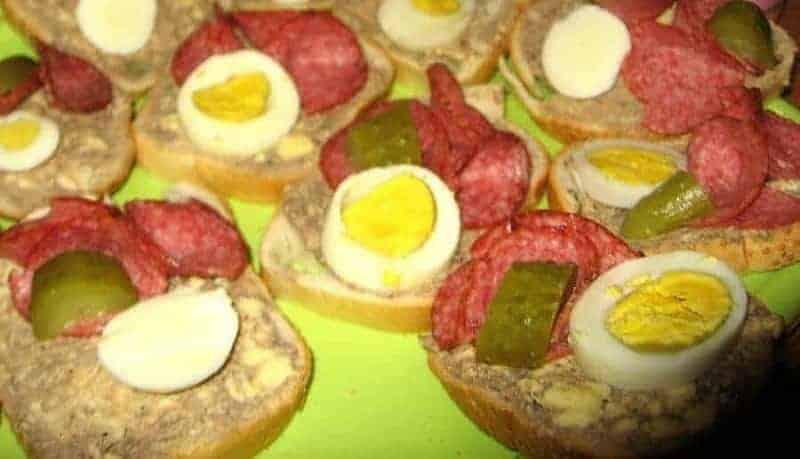 Chlebíčky (sándwich de cara abierta)