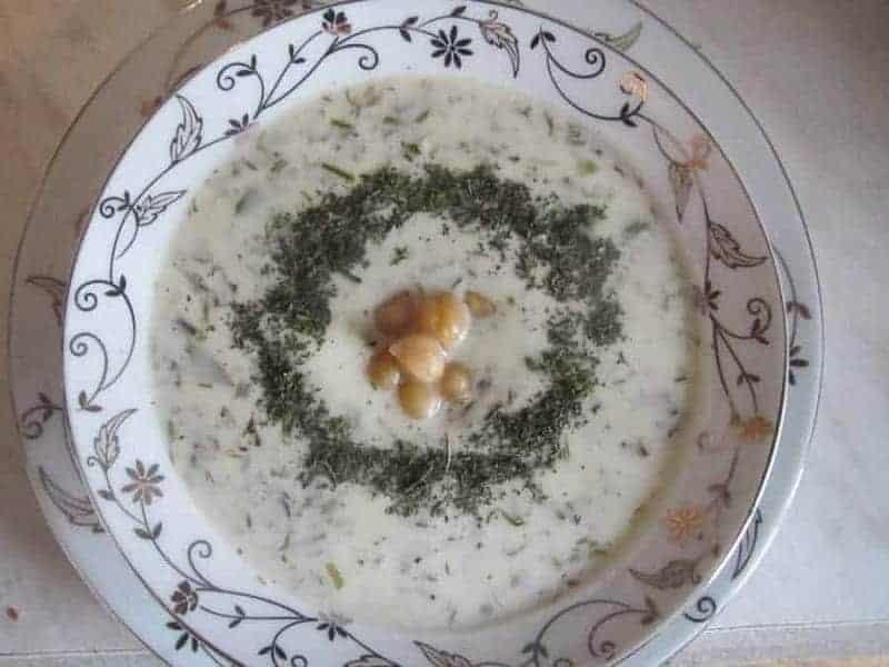 Dovga (sopa de yogur)