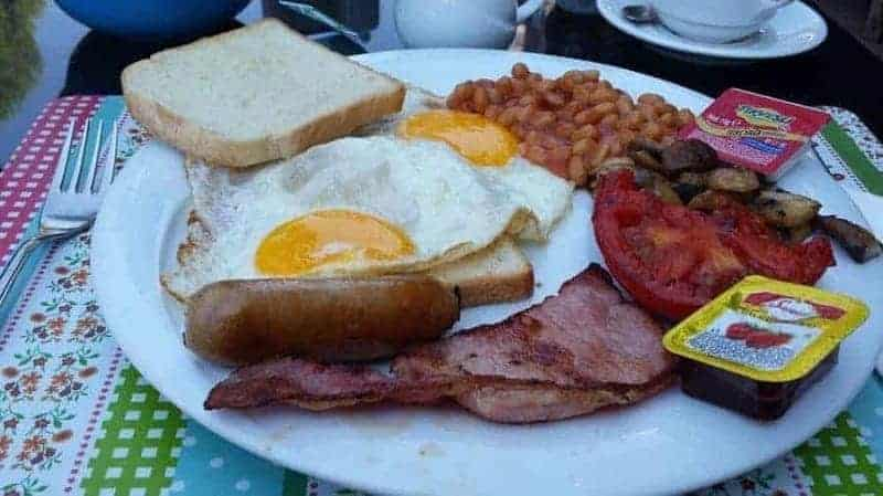 Full English Breakfast (desayuno inglés completo)
