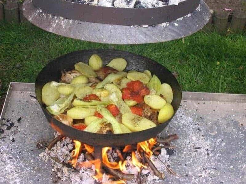 Ispod Saca (carne cocida en una sartén de hierro)