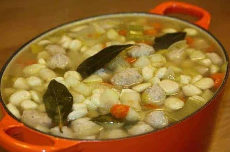 Klarsuppe (sopa de albóndigas)