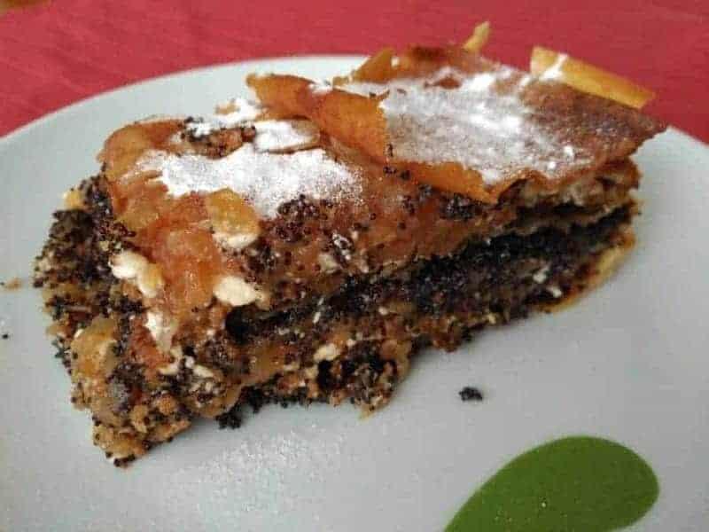 Prekmurska gibanica (pastel de capas precomurianas)