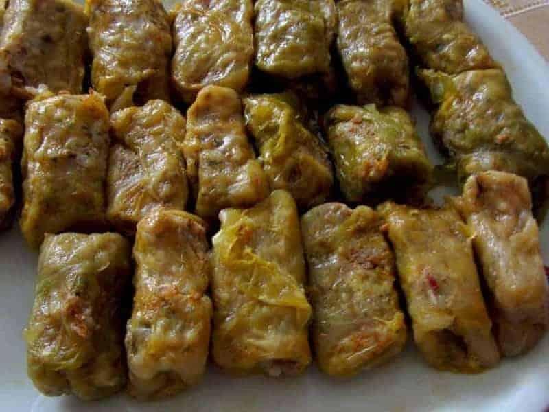 Sarma (hojas de col rellenas)