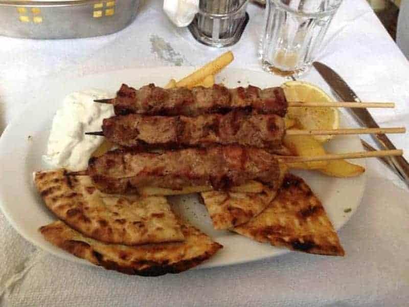 Souvlaki (brochetas de carne)