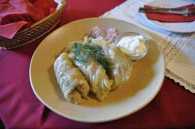 Töltött Kaposzta (hojas de col rellenadas de carne y arroz)