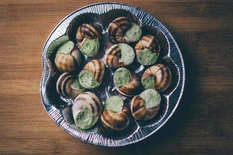 Caracoles con mantequilla de hierbas (Escargots au Beurre Persillé)
