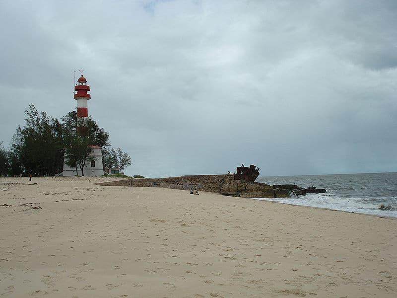 Faro de Macuti y naufragio