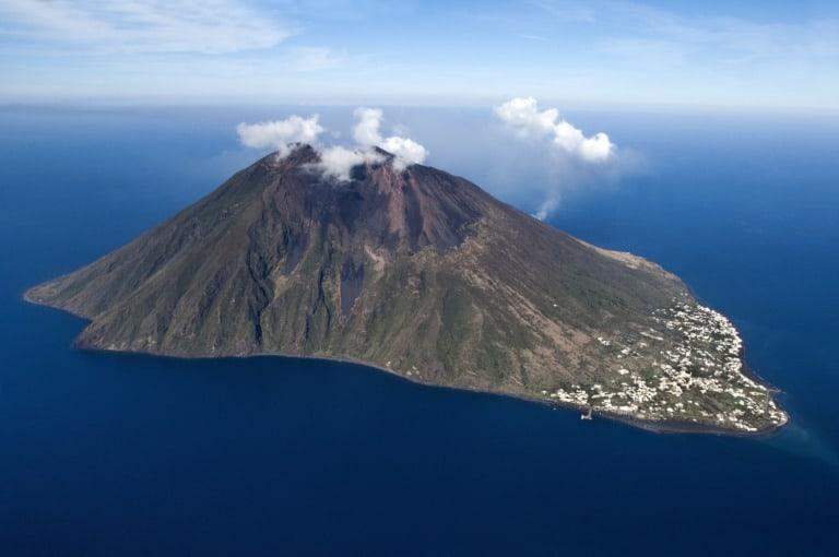 5 volcanes activos en Italia 3