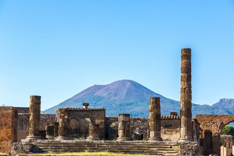 5 volcanes activos en Italia 1
